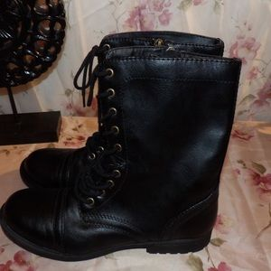 🌻5 for 25.00. Faded Glory Black Combat Boots